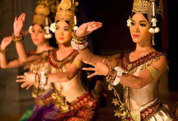 dance-apsara-dans-la-ville-de-siem-reap-cambodge