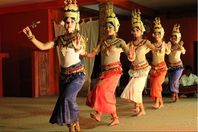 danse-traditionnelle-cambodgienne